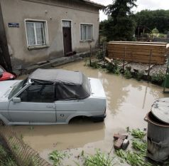 Етрополе бедства, потънал под вода