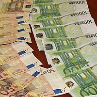 Разследват търновец за превод на 1 милион евро