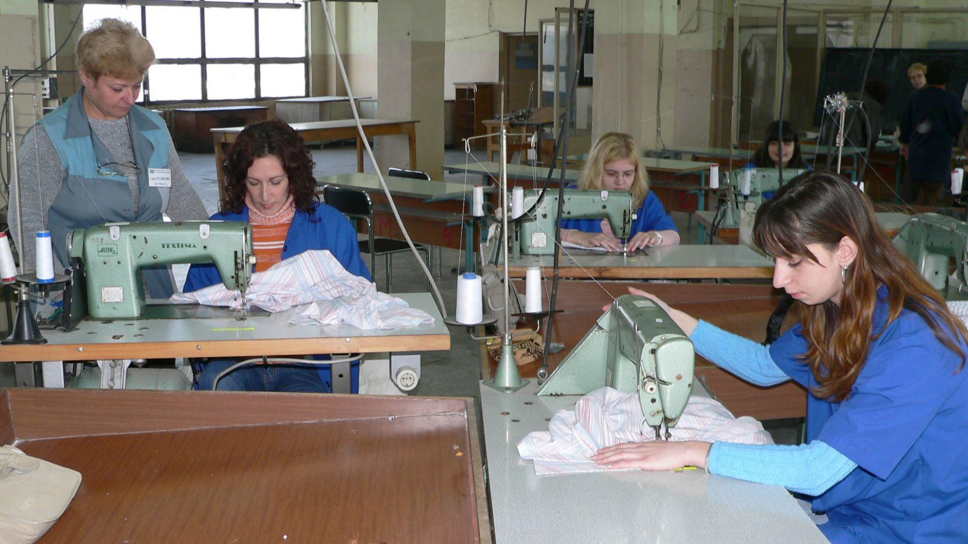 Повечето българи против увеличението на извънредния труд