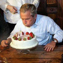Няма по-хубаво от майтапа с политиците, смята Буш