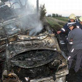 ВMW се вряза в рейс с над 30 пътници и го подпали