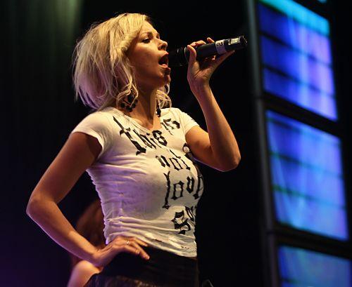 25 000 екзалтирани тийнейджъри пяха с любимците си в София