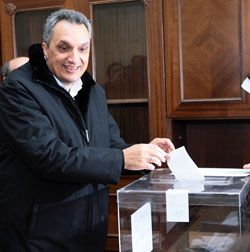 Костов с невалидна бюлетина, Стоянов и Борисов не гласуваха