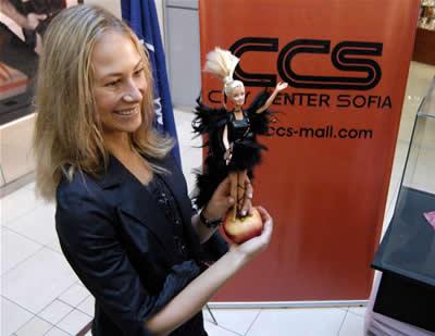 Седмицата на блондинките започна с изложба на Барбита