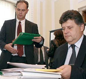 Асенов и Кадиев препитани от комисията за борба с корупцията