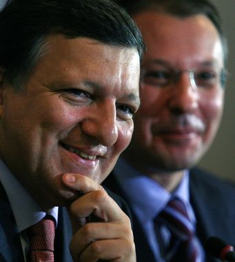 Ройтерс: ЕК мисли да намали финансирането за България