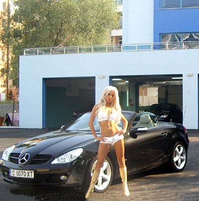 Луксозна автомивка избра Анн-Джи за рекламно лице