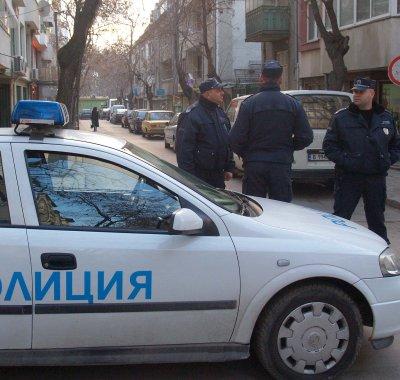 Морски офицер налагал областния на Варна с прът
