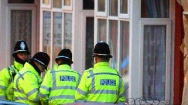 Стотици британски полицаи уволнени за посещаване на порносайтове