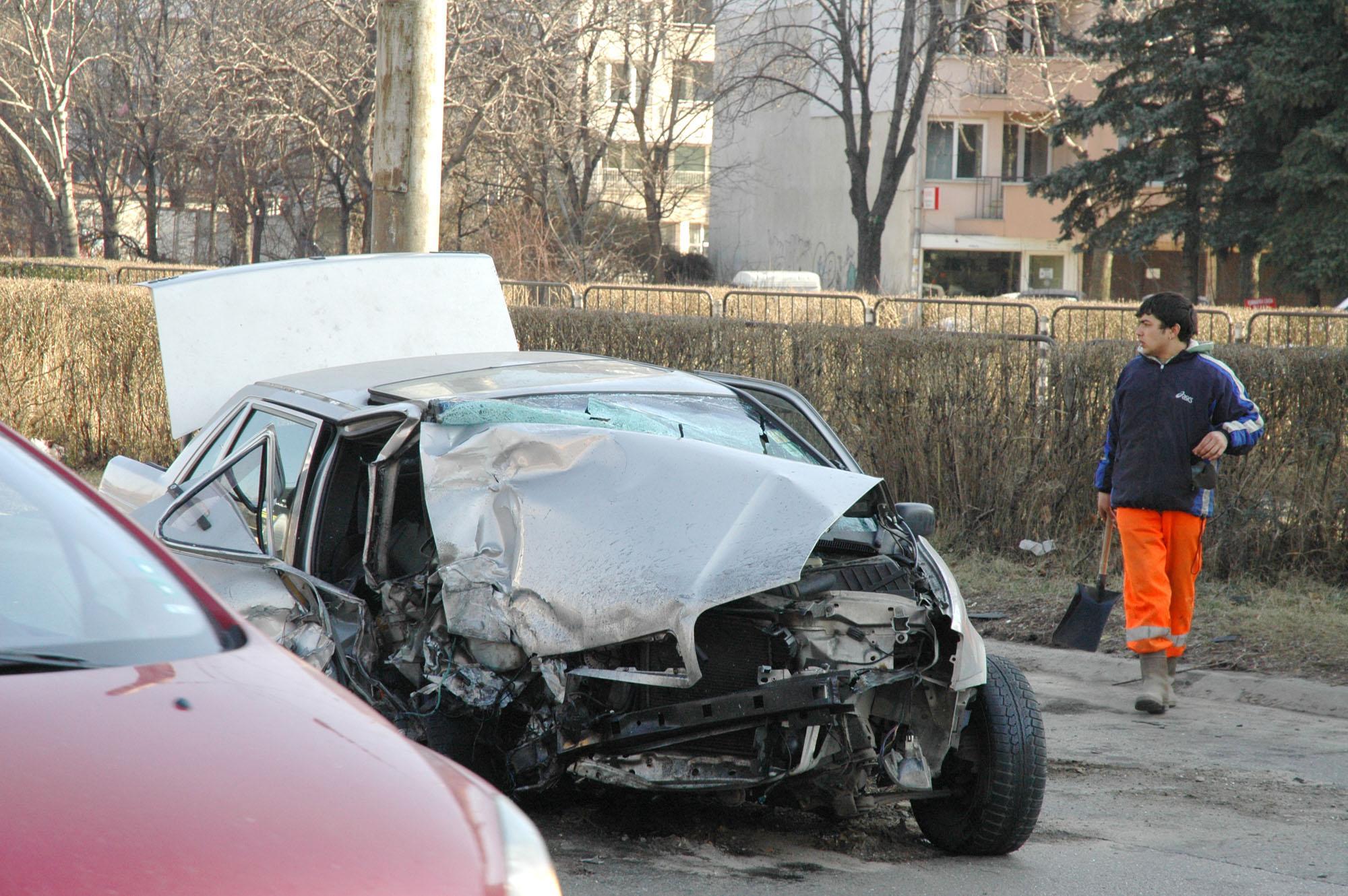 Шофьор оцеля по чудо на бул. България