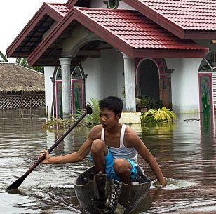 82 загинаха при земен трус на остров Суматра