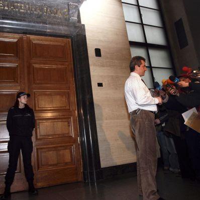 Година порицание за съдебния целувач по анцуг Тропчев