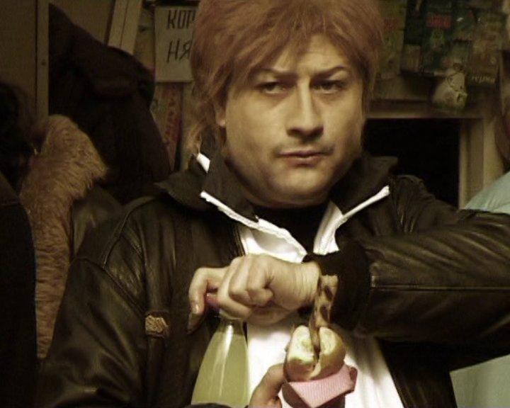 Рачков е в роля на Панайот в клип на Румънеца и Енчев