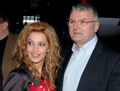 Бащата на сина на Ирен Онтева я даде под съд