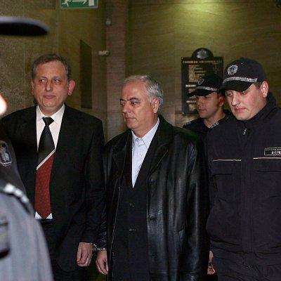 Дълъг арест за прокурорите Тошев и Манасиев