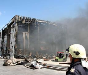 Огнен ад край Съединение - изгоря цех за пластмаси