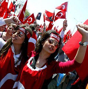 1 млн. турци и генщабът поискаха светска държава