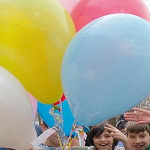 Брюксел забрани на децата да надуват балони