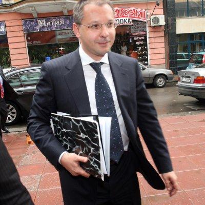 БСП остави министерските оставки за след среща на Г-3
