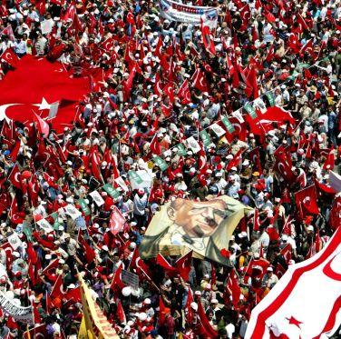 """Хиляди турци протестираха """"за"""" светска държава"""