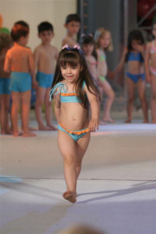 Близначки спечелиха в конкурса Визаж Мини моделс