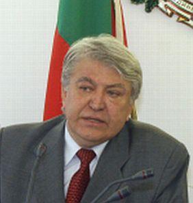 Петканов подава оставка, Станишев започва рокадите