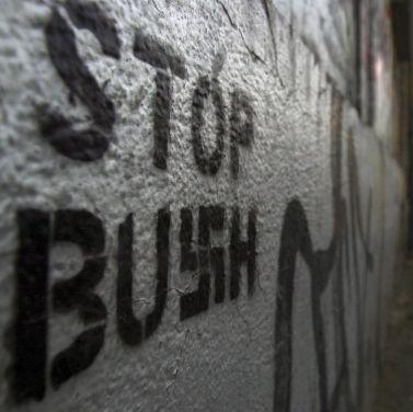 Задържаха македонски студент у нас заплашил Буш