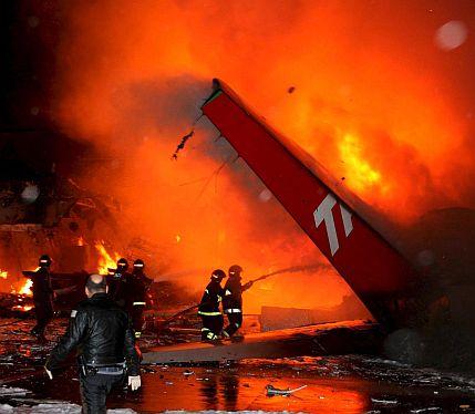 Самолет избухна в Сау Паулу - жертвите са стотици