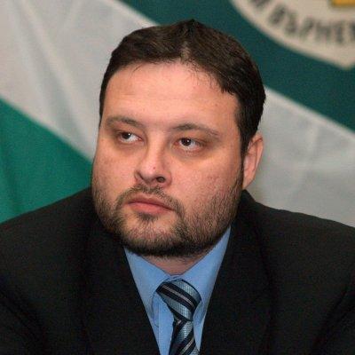 Петков хвали полицаи, опънали се на евродепутат