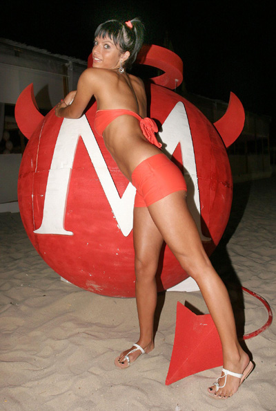 Секси дяволици спретнаха щури купони на морето
