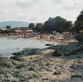 Бутат незаконните обекти по плажа в Царево