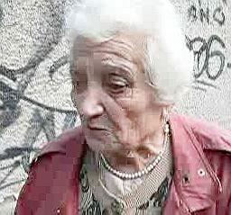 Полицаи малтретират баба заради магданоз