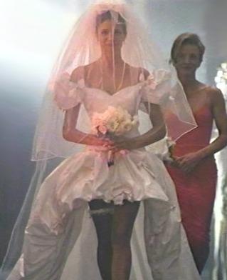 Калканджиева била с рокля като булката в November Rain?