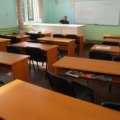 За учителите: 650 лева заплата, 64 дни отпуск