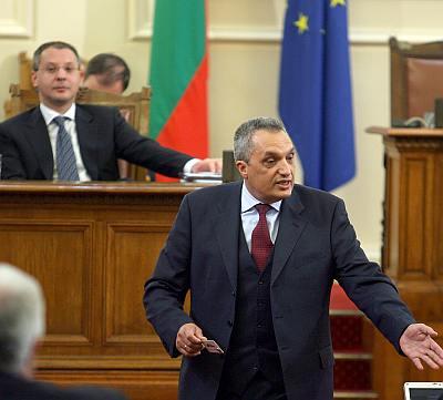 Костов обвини прокуратурата в политически поръчки