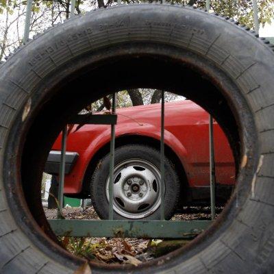 500 лв. глоба за автомонтьор, който поправя кола на улицата