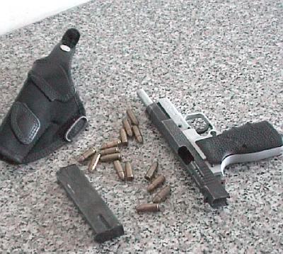 Въоръжен нападна служителка на бензиностанция