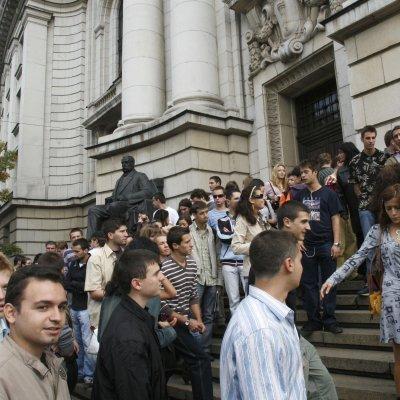 Увеличават студентските стипендии с европари