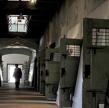 Затворниците във Франция с хартиени пижами