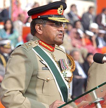 Експлозиви попречиха на Мушараф да се яви на процеса срещу него