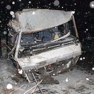 Автобус падна от мост - 1 загина, 7 са ранени