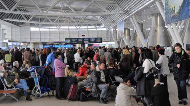 Стотици бяха блокирани на Летище София заради закъснели полети