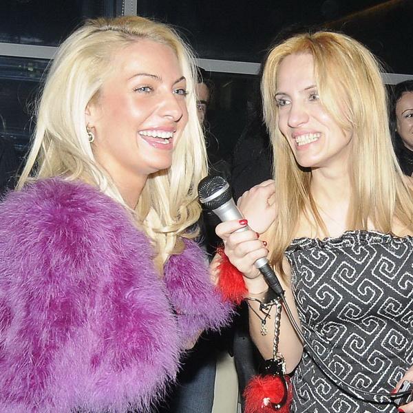 Парти на блондинките събра красавици и богаташи