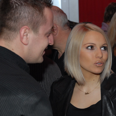Алисия се завърна в България с бебето Валери