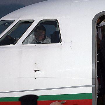 Властта ще се вози на самолети под наем