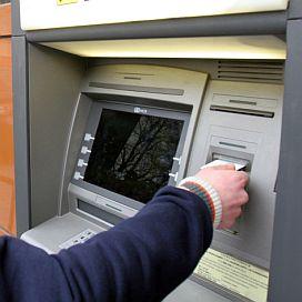 Хванаха 28-годишен, източвал банкови карти