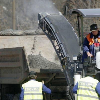 Започна кърпежът на дупките в София и Пловдив