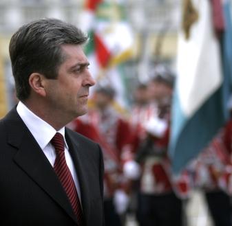 Първанов поиска още по-силна армия