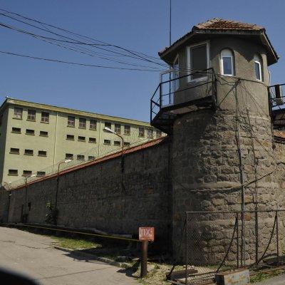 Затворник в отпуск нападна и обра жена в Несебър