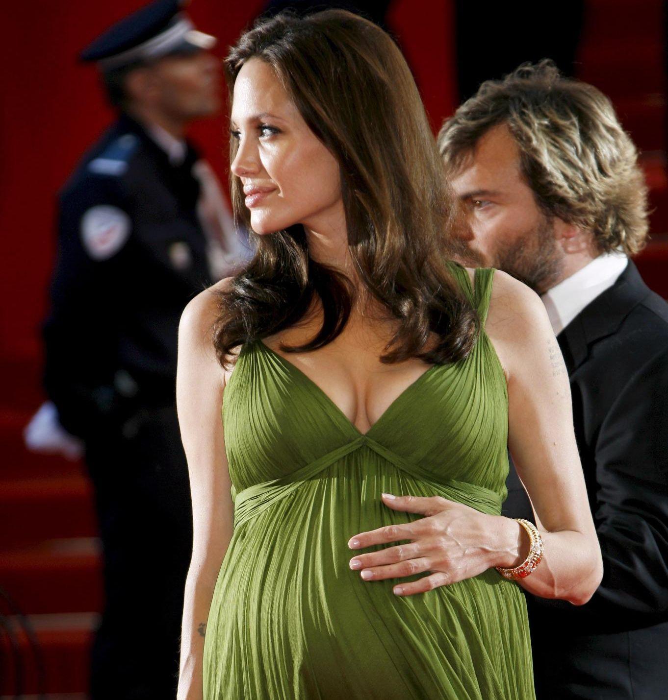 Анджелина Джоли спира с бебетата по здравословни причини